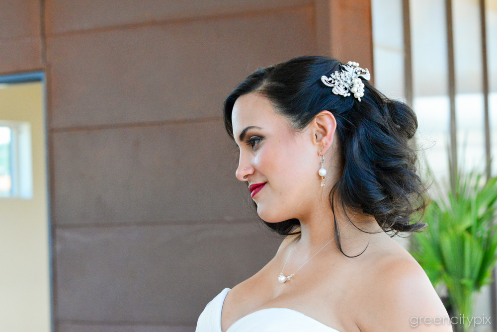 With her perfect red lips and raven hair, this bride reminded me of classic screen star Elizabeth Taylor.
