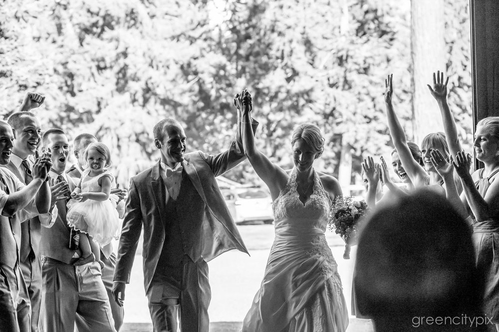 Large wedding at Kelley Farm, Washington state