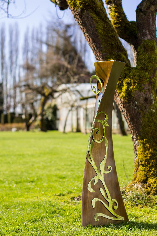 wisted pedestal filligree metal art sculpture