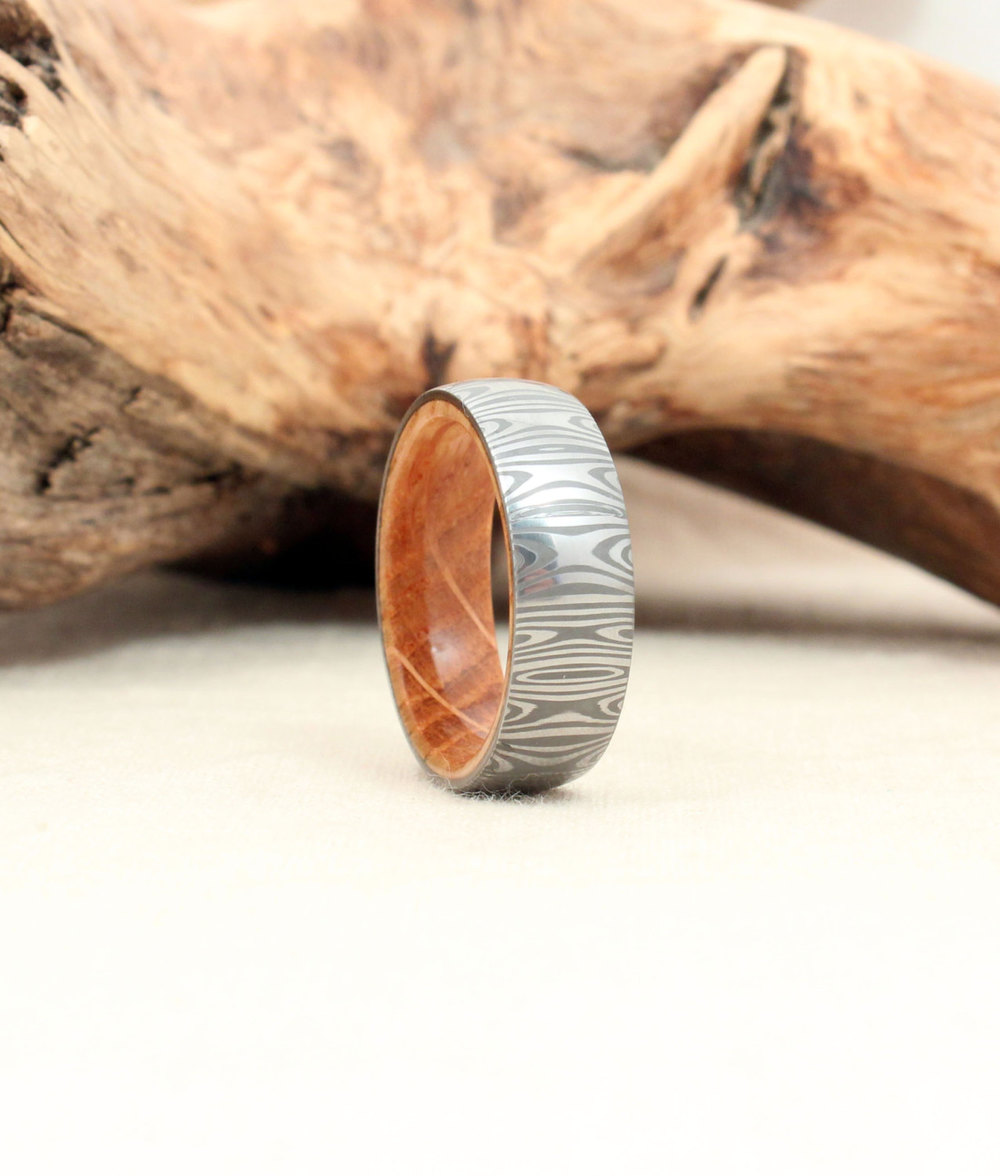 (Machine-made) Damasteel and Whiskey Barrel Oak Wooden Ring