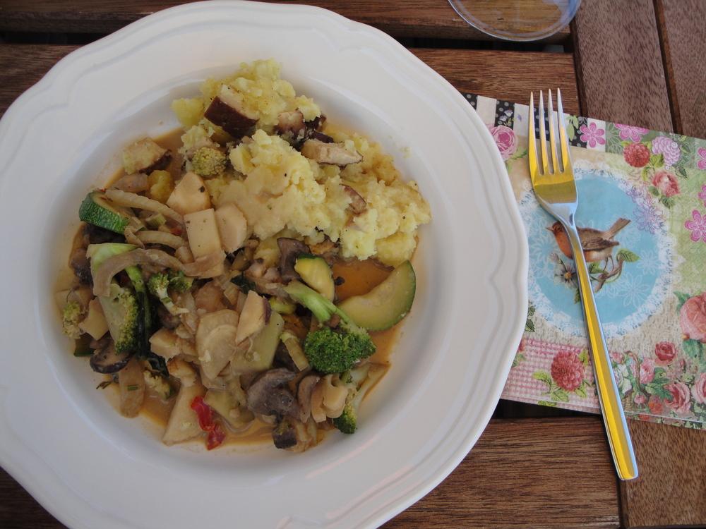Veggies with tamari soy cream sauce and mash with smoked tofu.