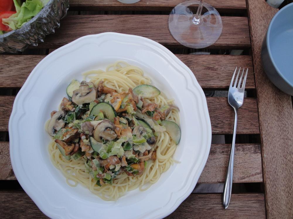 Creamy vegan mushroom zucchini pasta.
