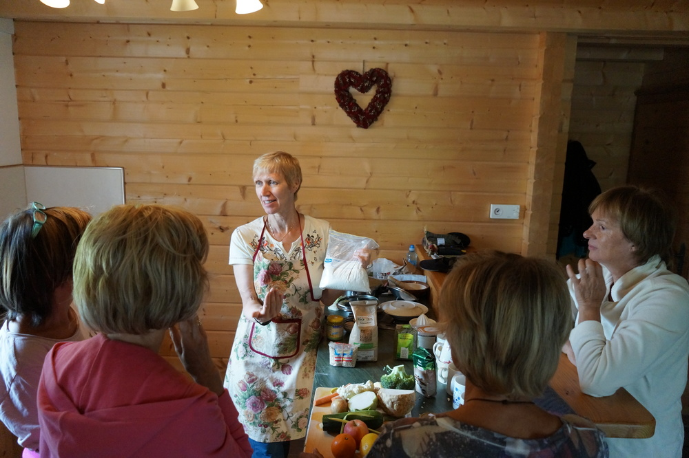 Charlotte explaining a macrobiotic thing or two at the Austrian Yoga and Detox Retreat