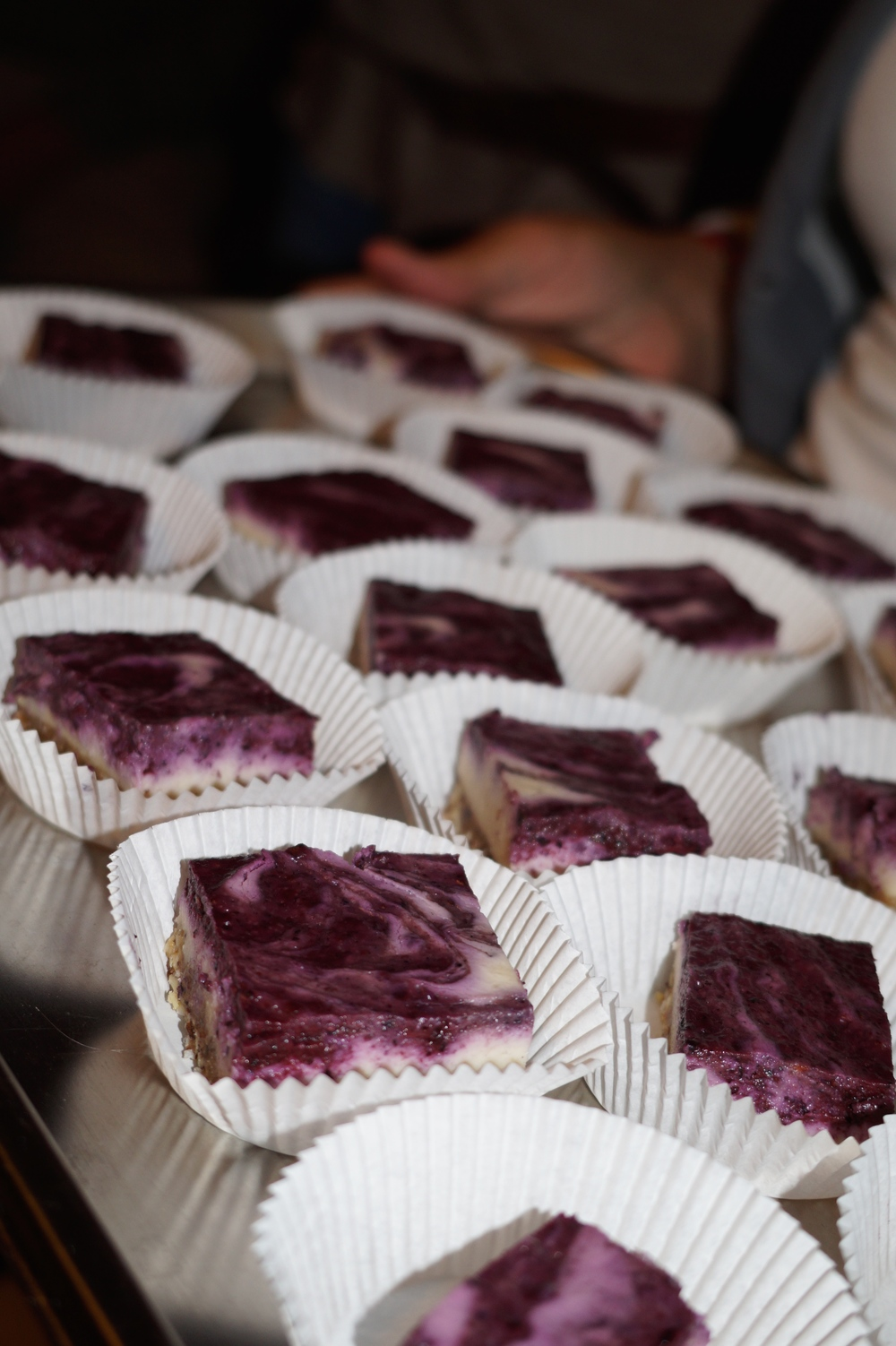 Vanilla cheesecake with blueberry swirl