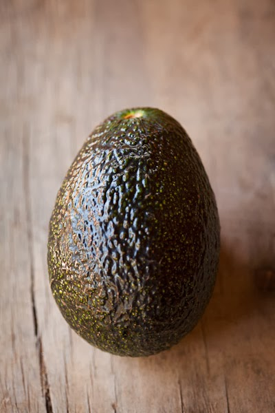 Barham_Avocados_Sarah_Anderson_Victoria_avo_wooden_bench_close_up_green