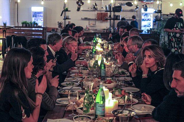 ארוחה לאור נרות . . . . . .#צילוםאירוע #צילוםמקצועי #צילוםתיעודי #הפקתאירועים #מסיבה #חגיגה #photographer #תלאביב #צילוםתלאביב