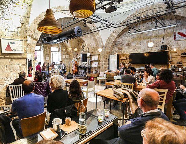 הופעה מוזיקאלית - מוזיקה יוונית בחאמם אל-פאשה בחיפה העתיקה חמאם תורכי שהפך למועדון, שהפך לבית ממכר רהיטי שהפך למפגש תרבותי עם אוכל של שף ארן המקסים מלהטט באוכל ובאווירה מפגיש תרבויות, אוכל ואווירה בכיף . . . . . #ארןאוכלטוב@ #מוזיקהיוונית #הופעה #צילוםאירוע #צילוםמקצועי # #צילוםהופעה #חיפה