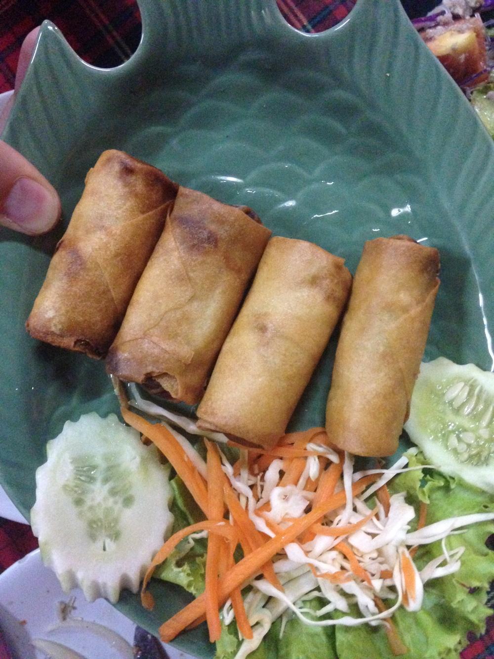 Thajské zeleninové jarní závitky. Mohou být plněné i kuřecím masem.