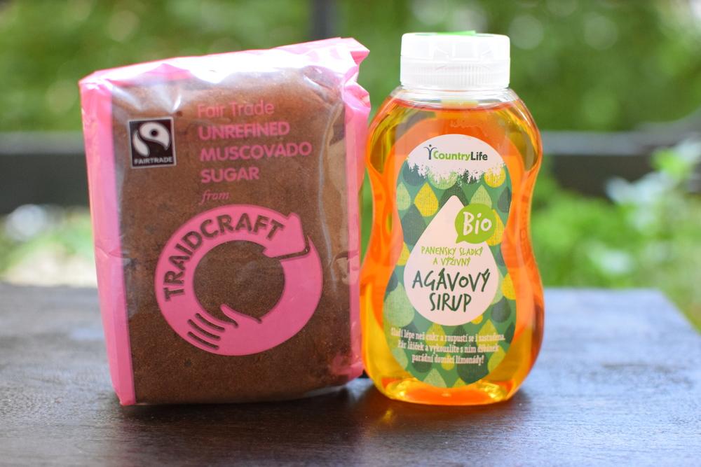 třtinový cukr s melasou a agávový sirup