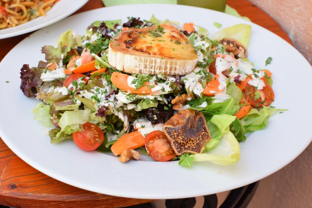 gratinovaný kozí sýr se salátem