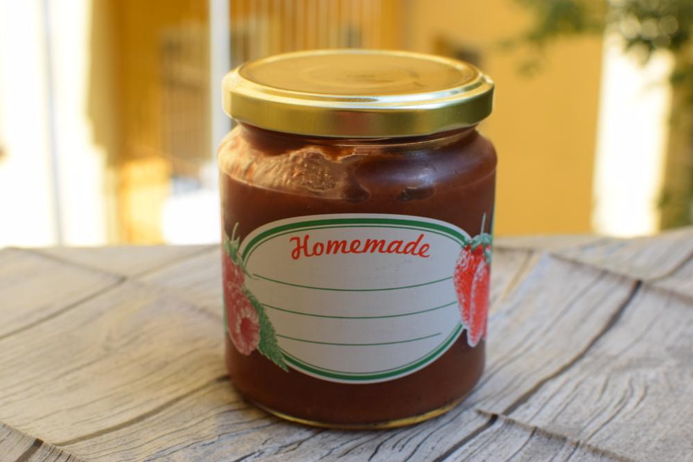domácí chutney. Tuhle sklenici jsem měla vrátit kolegyni, donesla mi v ní domácí marmeládu. Promiň, Lado, neklapne to....:)