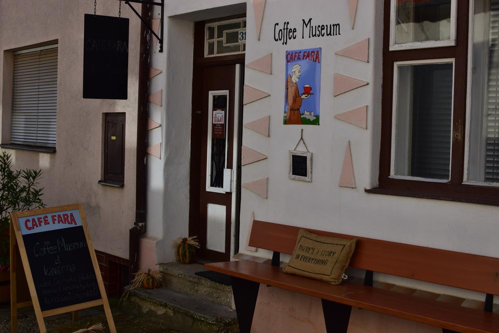 rezervace kavárany: 519 321 755
