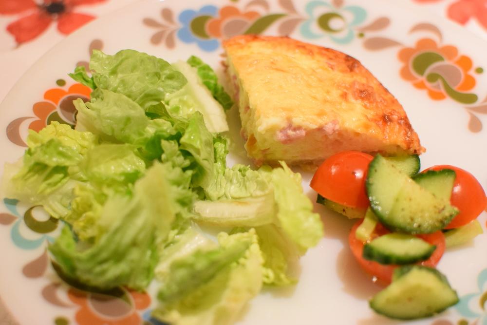 quiche a zeleninový salát