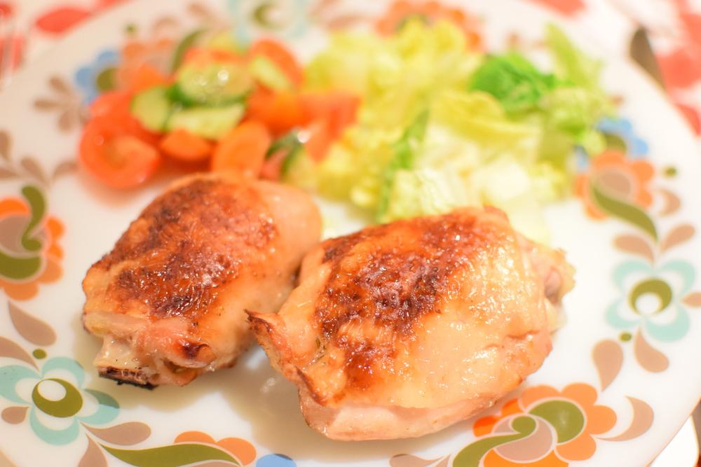 kuřecí paličky se salátem