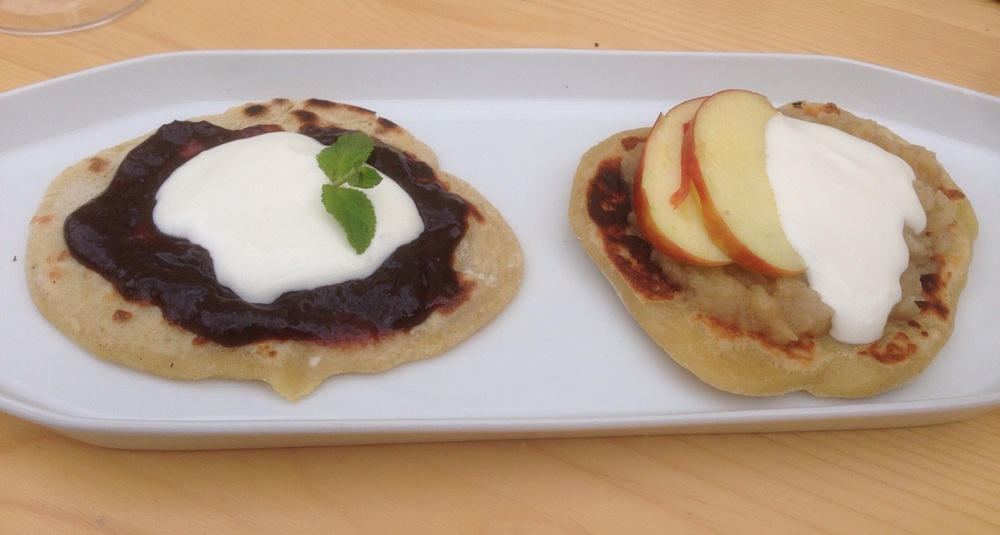 bramborové placky s povidly a s jablky