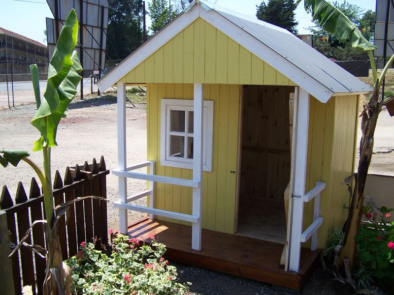 playhouse in yellow