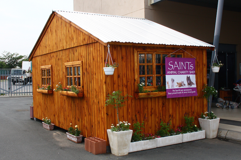 wendyhouse with planter boxes