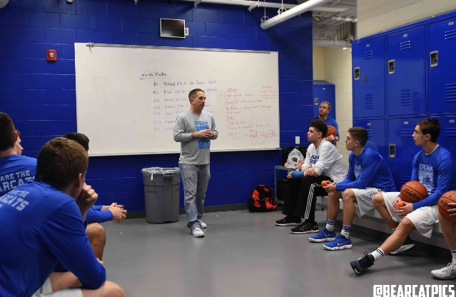 Aaron Bly, founder/Executive Director of the Kids & Dreams Foundation had a chance to speak to with the Kearney Bearcats boy's basketball team before their game vs North Platte about our mission & his journey as a dad with a son who has autism. Dream Big! Photos courtesy of Doug Koster & Bearcat Pics.