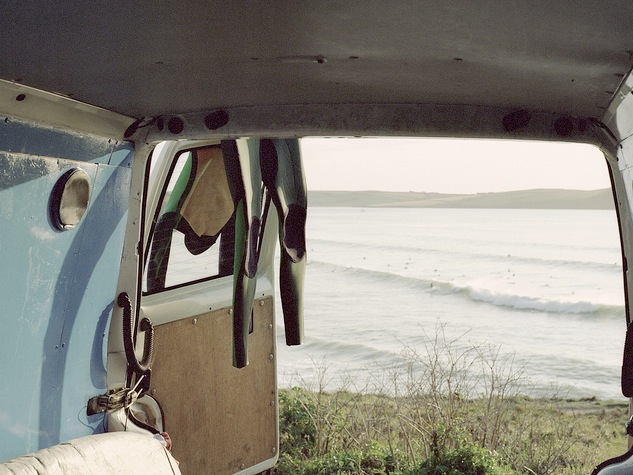 Chambre avec vue #6     Polzeath in Cornwall, UK   Dream catcher :   Rebecca Pepperell -  http://kernowforniadreaming.com/         How did you arrive here ?  In our VW T4, we'd only just bought it so were discovering the joys of having a van instead of cramming everything into a car.   Who is with you, ( on the picture ) ?  My boyfriend Chris, and our dog Tyler.   What did you bring with you ?  Single fins, sausages and a kettle!   Where you go ?  This was just a quick weekend trip close to home, I love making the weekends feel like an adventure.   Next place you will get lost ?  I like to explore what's under my nose, so hopefully somewhere new and yet close to home.