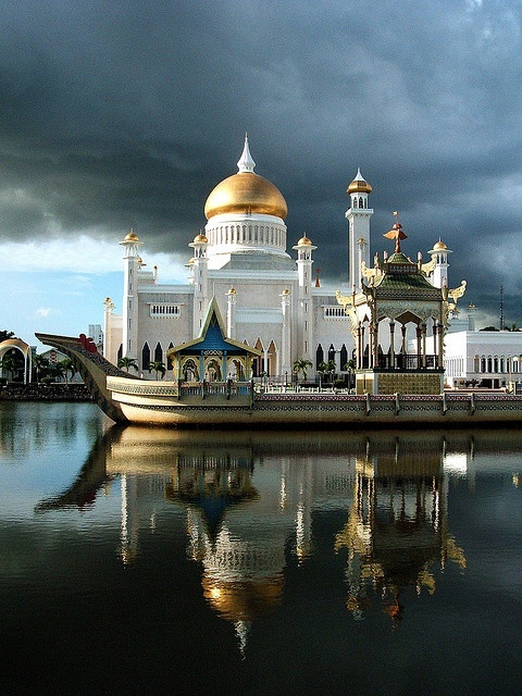 Bandar Seri Bagewan, Brunei - Image Source Dusky Wonder Site