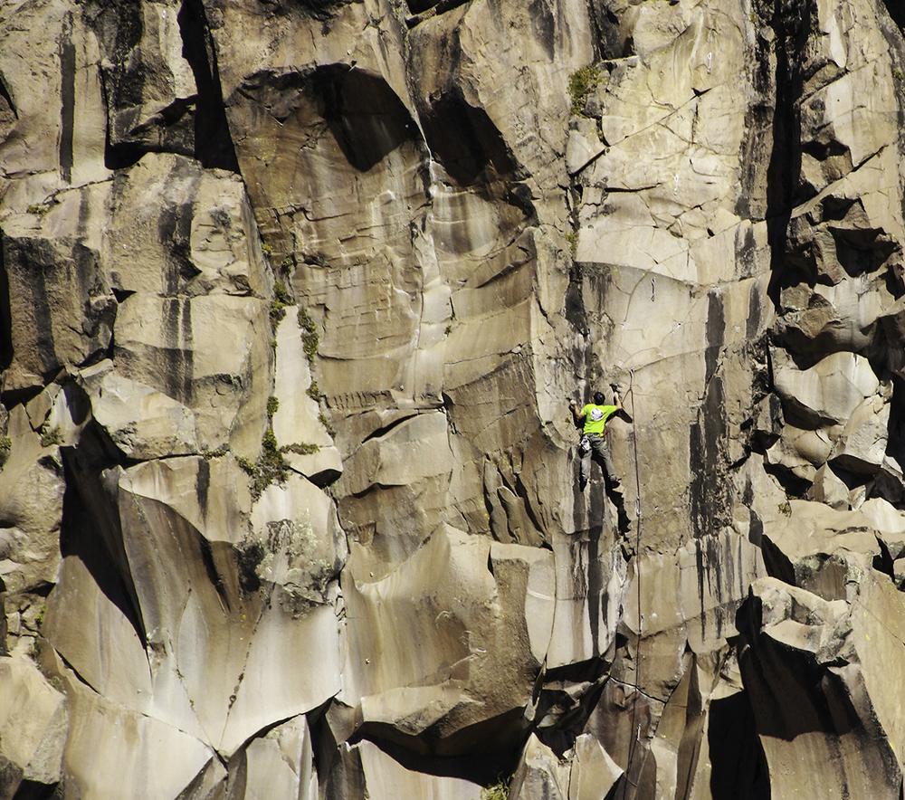 Climbing-In-Chile-Valle-Los-Condores.jpg