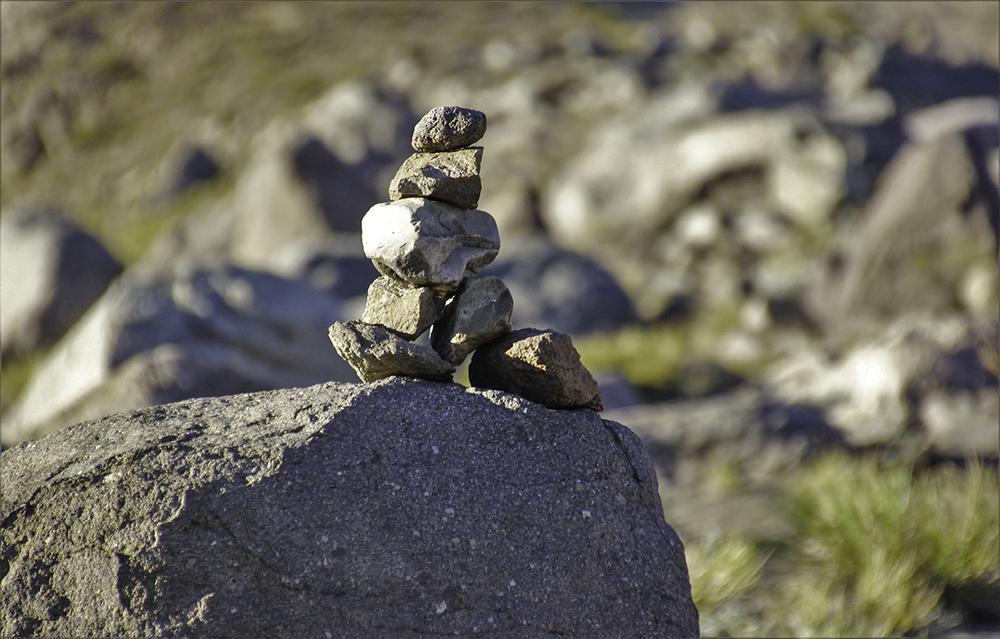 Chile-Desert-Rock-Balancing-Valle-Los-Condores.jpg