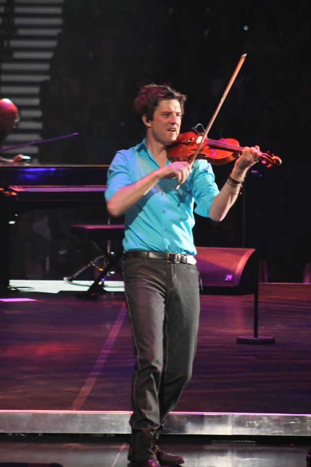 October 20, 2013 Performing at the United Center Chicago, IL In the Round Tour   Photo by Larisa Kharitonova