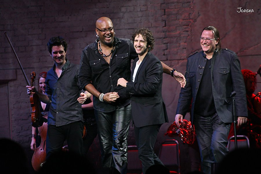November 14, 2011 Curtain call after performing with Josh Groban Straight To Your Tour Madison Square Garden New York City, New York. (Tariqh Akoni and Mark Stephens)   Photo courtesy of Joaska