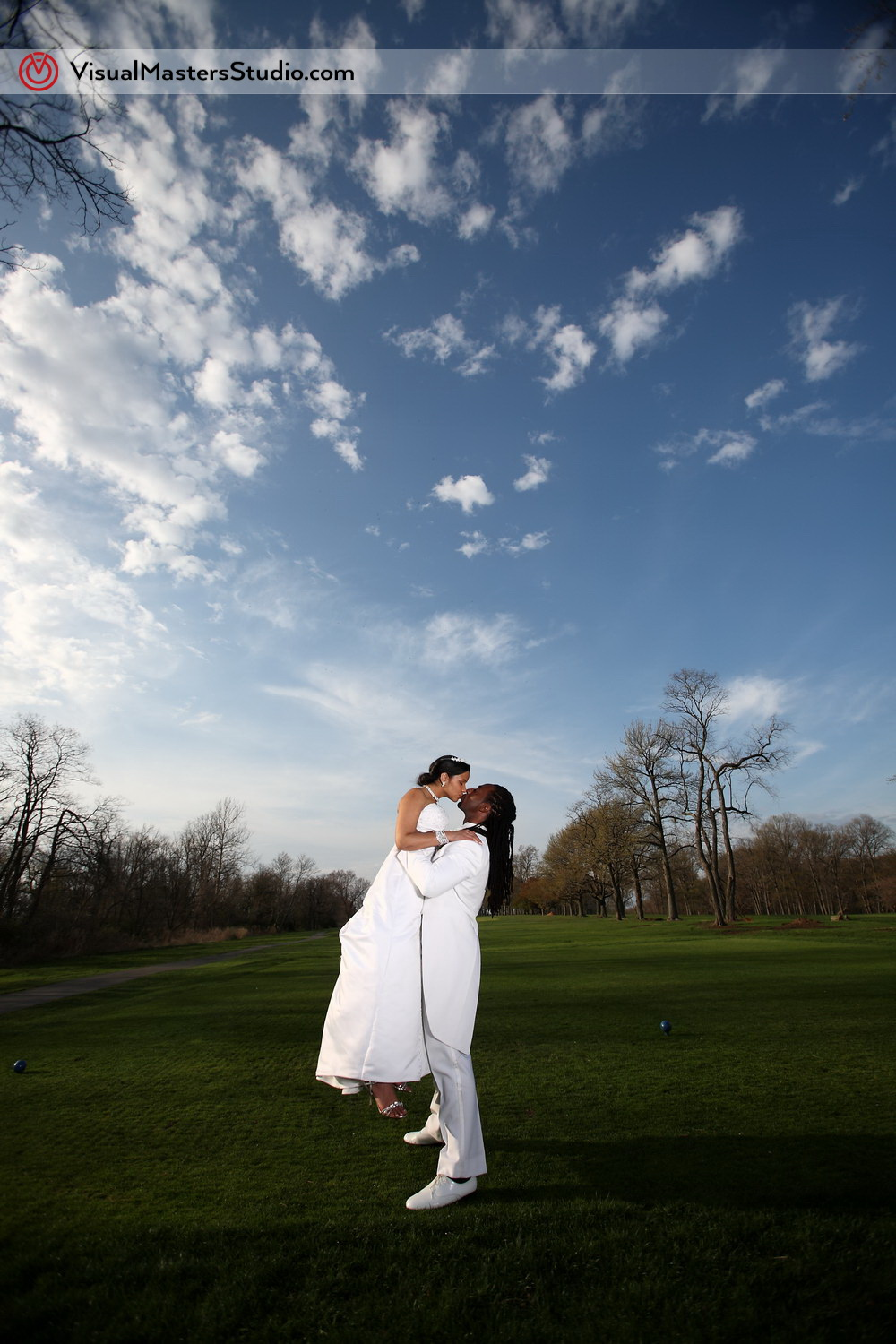 Passionate kiss at Pelham Bay & Split Rock Golf Course by VisualMasters