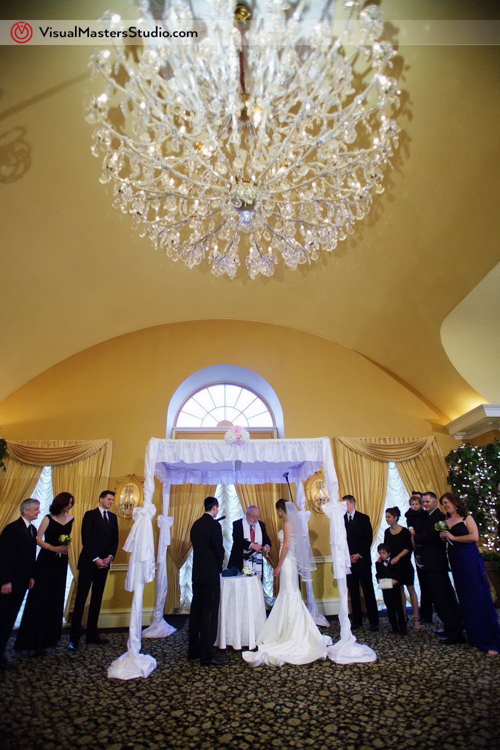 Jewish Ceremony at the altar at Stony Hill Inn by Visual Masters