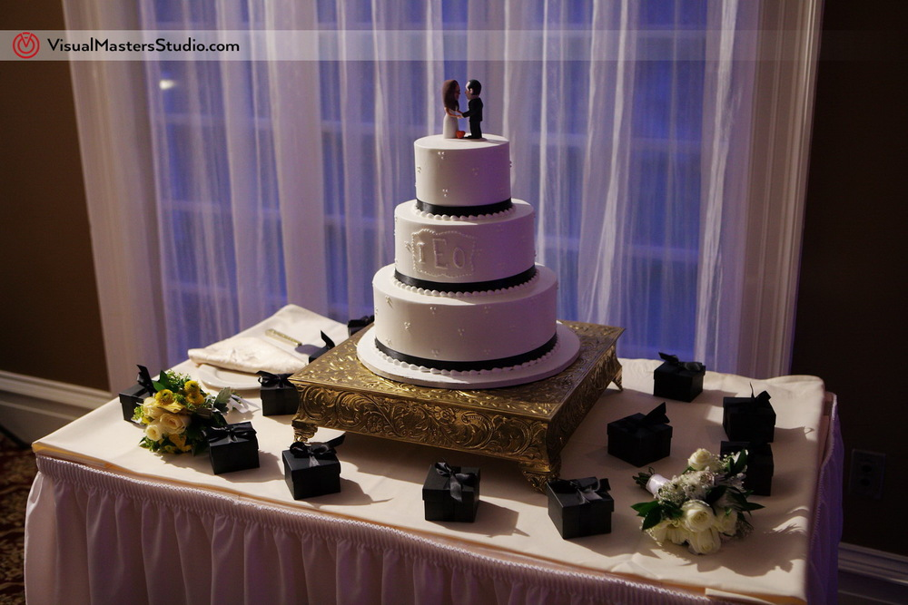 Wedding Cake at Stony Hill Inn by Visual Masters