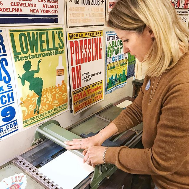 Working with a vintage print press @hatchshowprint that moves like an old credit card machine was a unique & fun experience for Erin, who transfers her prints by hand with a baren in her home studio. • • • • • #hatchprint #nashville #nashvilletn #musiccity #creatorslane #makersgonnamake #printmakersofinstagram #oneofthebunch #printmakingart #get_imprinted #printstudio #printstagram #photosinbetween #printmaking #visualsoflife #visualcrush #artistatwork #arteducation #artislife #lifeisart  #livecolorfully #creativehappylife #creatorsofart #livethelifeyoulove #artprocess #printpress #printingpress #exploreinbetween #ErinFickertRowland #ElysianStudios