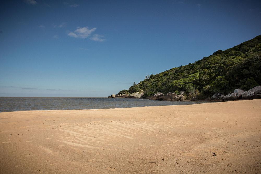 A Praia do Tigre, no Parque Estadual de Itapuã