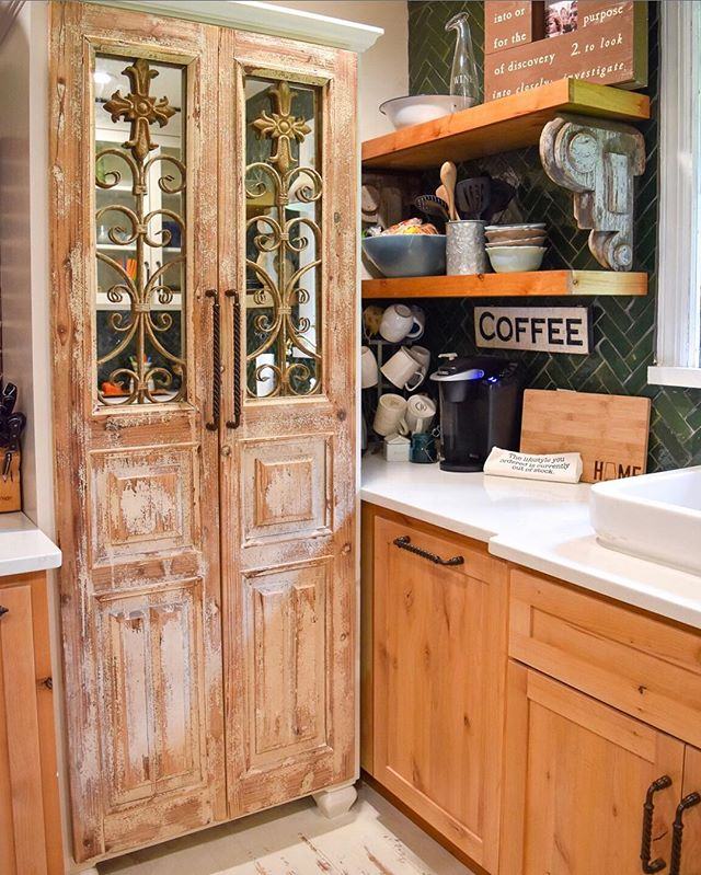 Coffee in this kitchen will get me through #humpday!⠀ ⠀ Pantry doors from New Orleans and hand-made clay tiles in a herringbone pattern is all the inspiration I need!⠀ ⠀ I dare you to pick ONE thing in this kitchen that you like best! ⠀ ⠀ #lucysinspired #inspiretogive #communityovercompetition #risingtidesociety #craftsposure #flashesofdelight #beingboss #calledtobecreative #chasinglight #creativepreneur #creativityfound #designisinthedetails #dowhatyoulove #exploretocreate #liveauthentic #lucydigsdesign #thehappynow #buildanewhousewitholdthings #styleblueprintbham #thatsdarling #thejuggleisreal #interiordesign #stylist #tilinsiders #theinstagramlab #thegramgang #sodomino #apartmenttherapy #smallspace