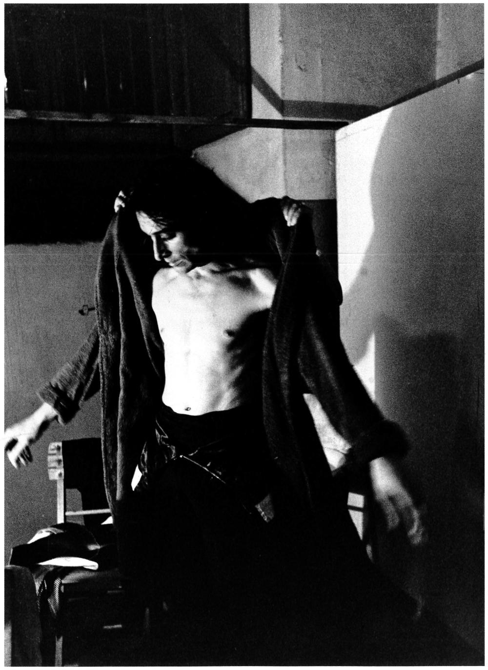 Antonio Gades in camerino. Milano, 1971.
