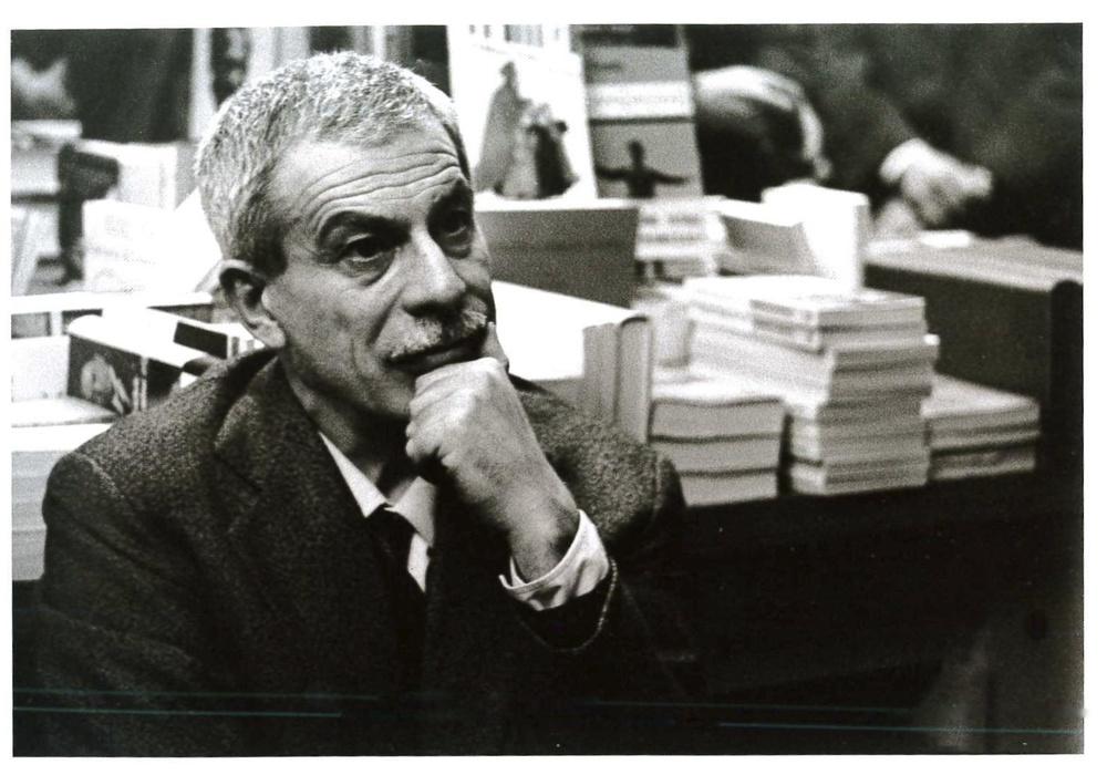 Elio Vittorini alla Libreria Einaudi. Milano, 1964.
