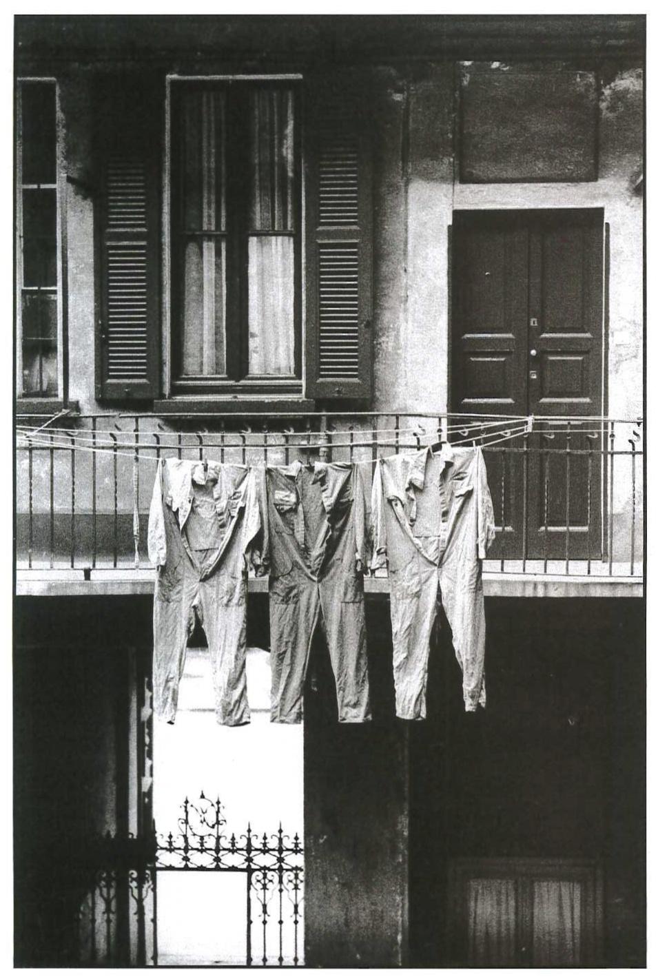Casa di ringhiera in via Correggio. Milano, 1970.