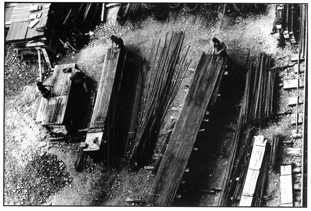 Il boom edilizio, cantiere in via Rossetti. Milano, 1964.