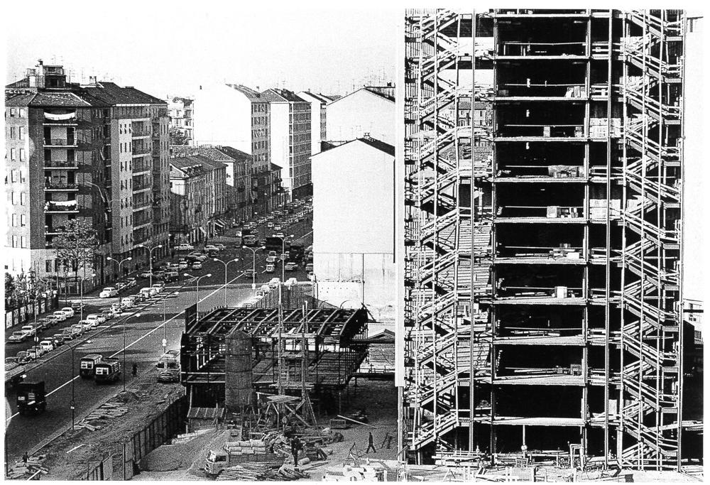 Palazzo INPS in costruzione in via Melchiorre Gioia. Milano, 1964.