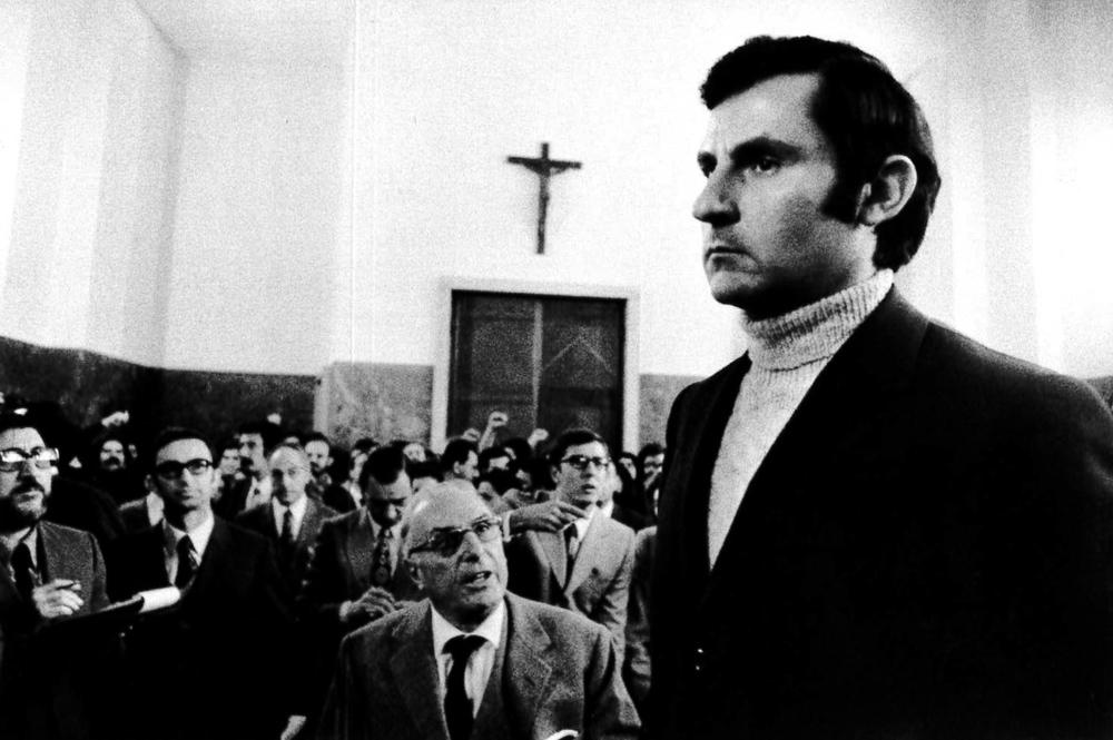 """Il commissario Calabresi durante il processo """"Calabresi - Lotta Continua"""", Palazzo di Giustizia. Milano, 1970."""