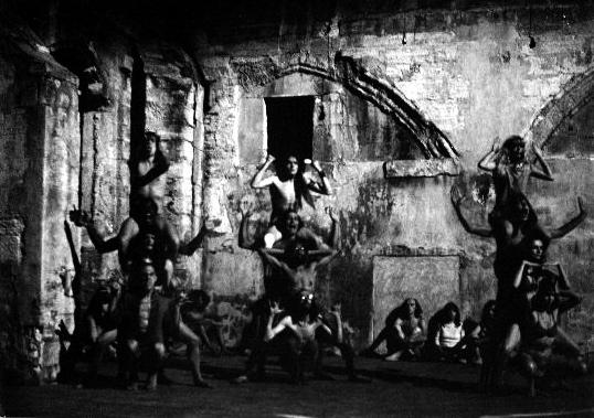 Anteprima mondiale di Paradise Now del Living Theatre al Festival del Teatro di Avignone, 1968.