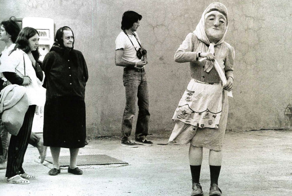 Performance del gruppo Bread and Puppet, Festival del teatro in piazza. Coriano, 1980.