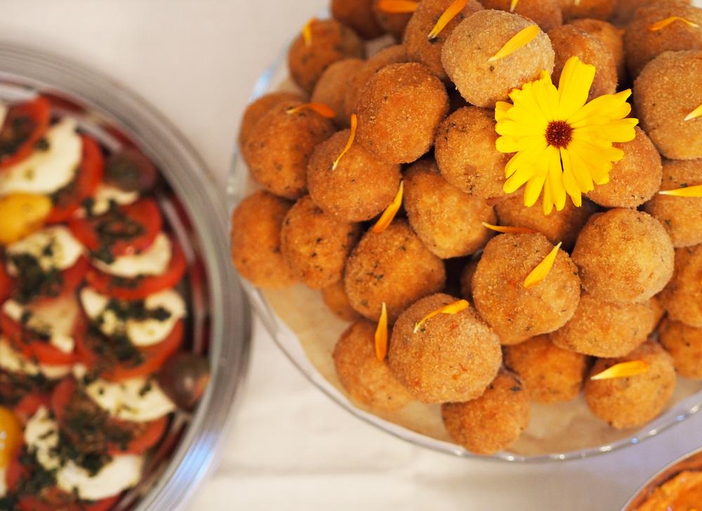 Arancini - Reisbällchen und Wilde Tomate mit Büffelmozarella