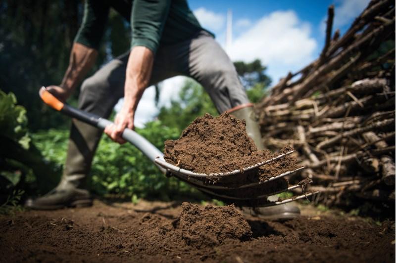 Fiskars_Action_Xact_Fork Soil Work L_120 cm_1003685 (1)_JPG.JPG