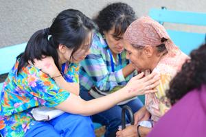 praying over a honduran woman with the translator