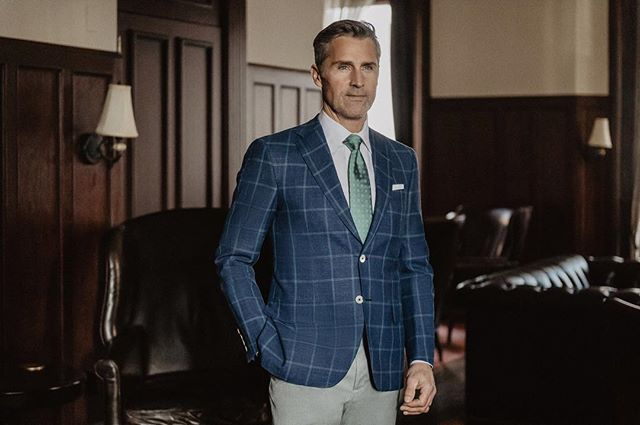 Oxxford Clothes Spring 2018⠀ ⠀ Model: @christian.schuetz⠀ Grooming: @lyneeruiz⠀ Photographer: @jefresh⠀ •⠀ •⠀ •⠀ #oxxfordclothes #jefresh #fordartists #spring2018 #madeinamerica #menswear #sartorial #suitup #suiting #handmade #tailored #tailoring #gentlemen #bespoke #traditional #custom #chicago #classic #timeless #elegance #craftmanship #styleinspo #mensstyle #mensfashion #quality #gq