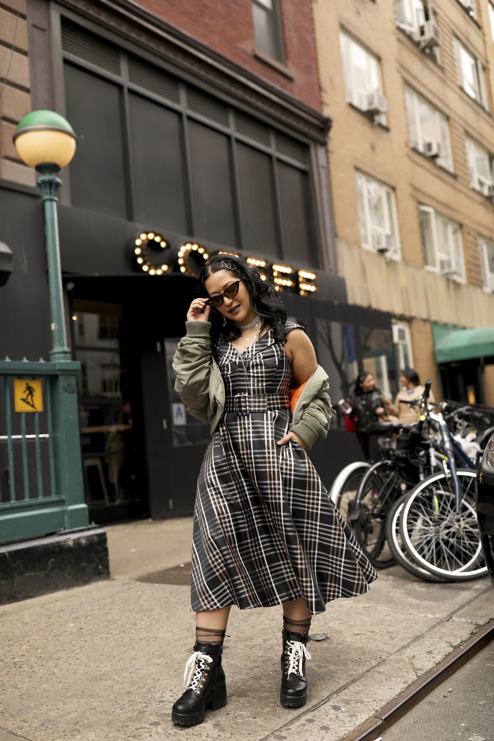 NYC Streetstyle - Mix a feminine dress with cool pieces