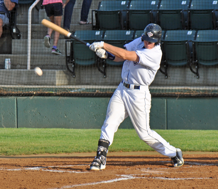 The AppleSox walked 11 times, included a bases loaded free pass to Nick Nyquist to win Saturday's game, 7-6 in 10 innings at Paul Thomas Sr. Field.