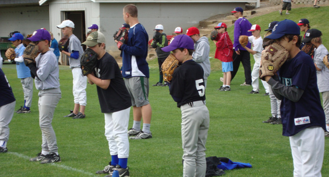 AppleSox campers work at the Pitching/Catching camp, which will run June 27-29, 2016. A Hitting/Fielding camp will be held for  FOUR  days, July 11-14, 2016.