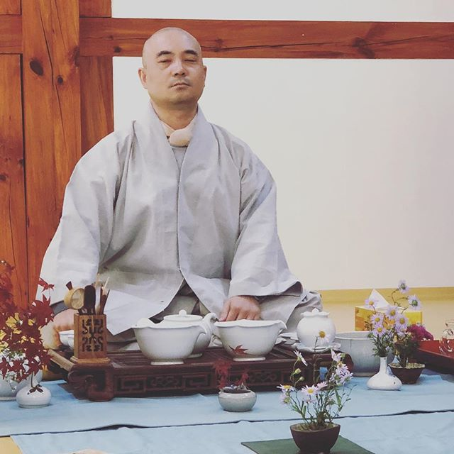 #morning #tea #monk #morningmotivation #temple #gratitude #southkorea #korea #buddhism #buddha #asia #instatravel